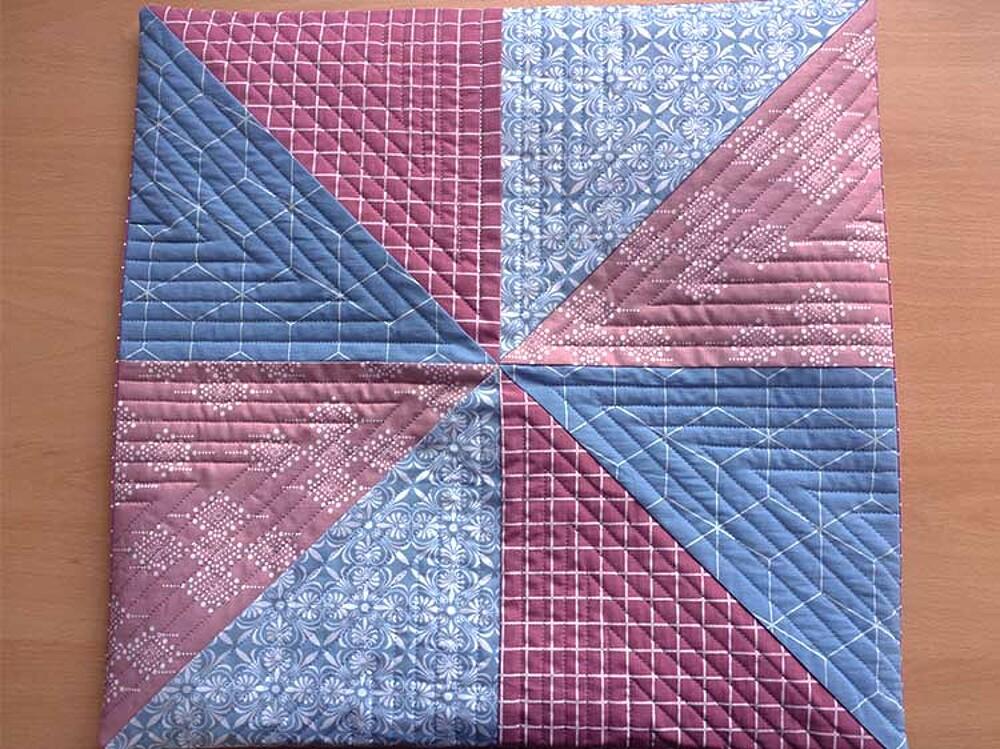 Cómo hacer una almohada acolchada: Publicación 5: Coser la almohada